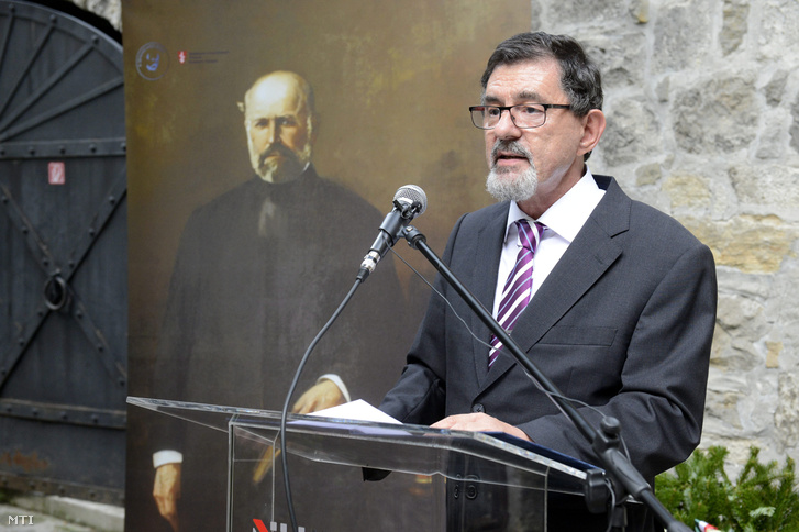 Dr. Szél Ágoston