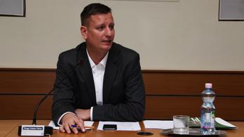 A dunakeszi Fidesz a helyi orvostól kikérte egy ellenzéki képviselő személyes egészségügyi adatait