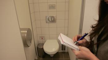Rázárta a vécét az őt üldöző riporterre Karcag fideszes polgármestere