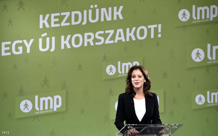 Szél Bernadett, a Lehet Más a Politika (LMP) társelnöke, frakcióvezetője, a párt miniszterelnök-jelöltje beszédet mond az LMP kongresszusán a XIV. kerületi Moha Házban 2017. szeptember 30-án.