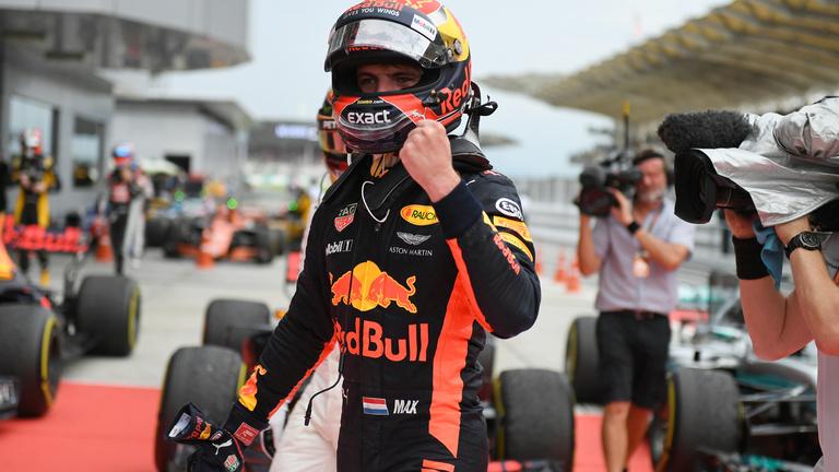 Verstappen nyert a Ferrari-drámák között