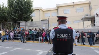 A magyar közszolgálati tévések beszorultak egy iskolába