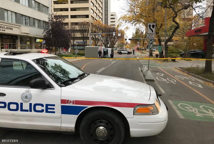 Az edmontoni rendőrség lezárta az utcát, ahol a támadás történt