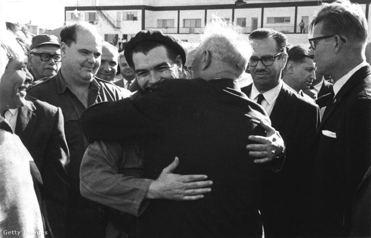 A kubai forradalom 5. évfordulóján Che Guevara üdvözli a szovjet delegációt