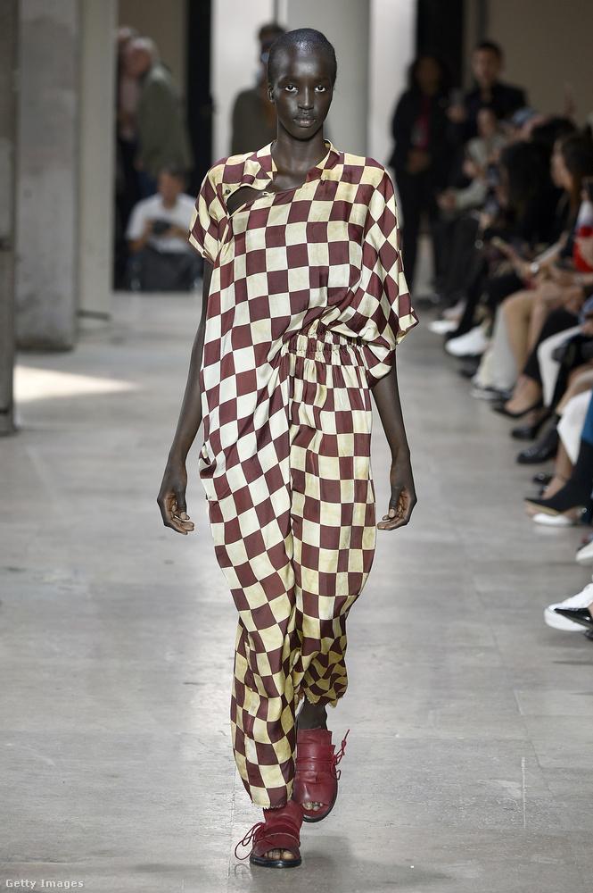 Kockás ruha Uma Wang kollekciójában.