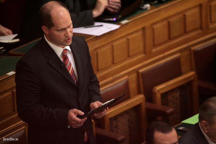 Schön Péter a parlamentben 2011-ben.