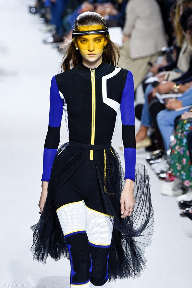 Tüllszoknyás búvár ruha a Diortól.
