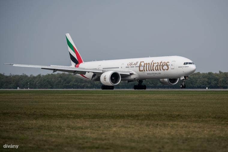 Budapesten landol egy Boeing 777-es, ezen néztünk körbe két magyar légiutas-kísérővel