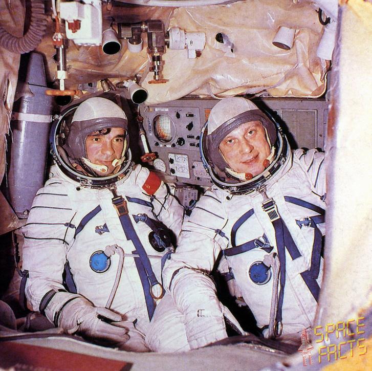 Balra Zudov, mellette Rozsgyesztvenszkij, a fotó még valamikor a kiképzés alatt készült