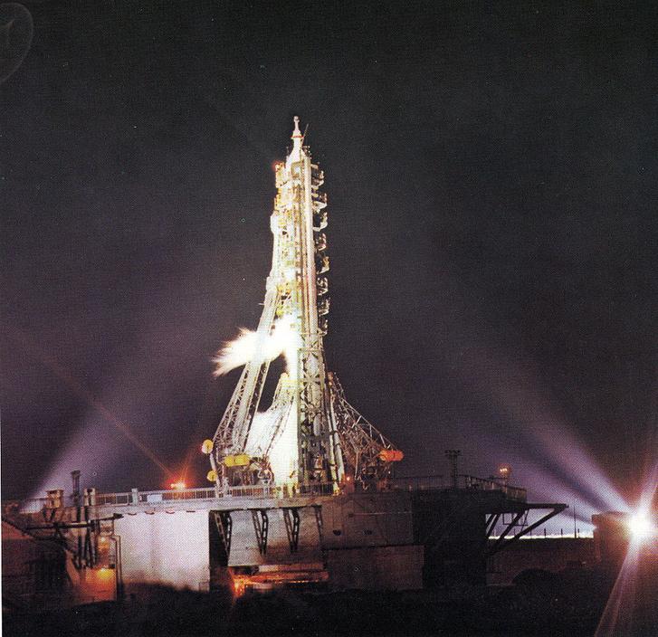 A startra kész Szojuz-23