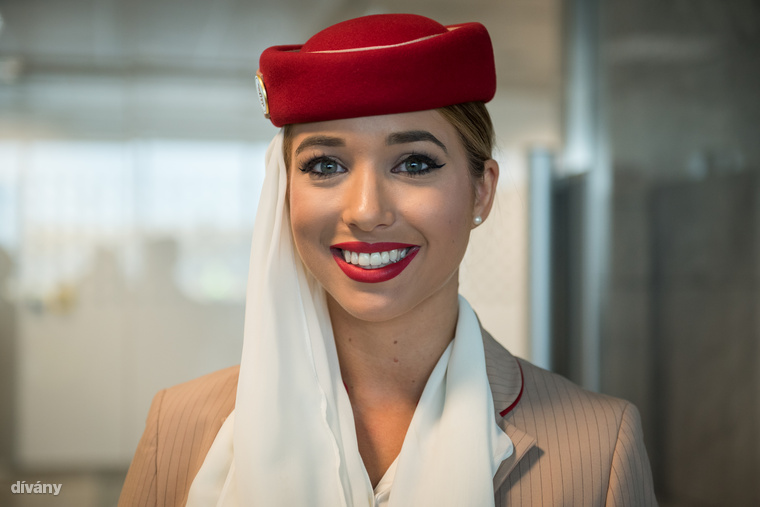 Vas Vanda négy éve dolgozik az Emiratesnél, két évig a turistaosztályra volt beosztva...