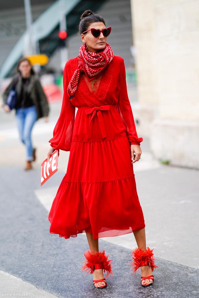 Nemcsak a sárga és a zöld, de a romantikus piros is divatos a szezonban.