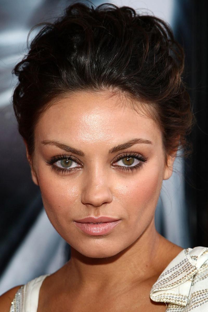 Nagy részük szerint a mandula alakú, barna szemek a legcsábítóbbak, mint amilyenek Mila Kunisnak is vannak.