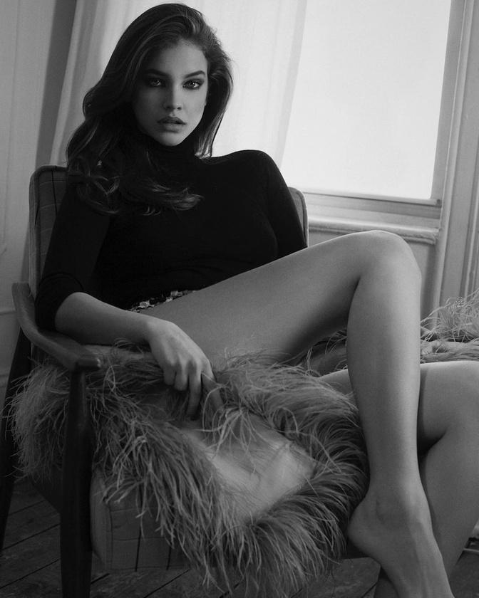 Itt pedig Éder Krisztiánnak pózol a modell, aki ebben az évben is készített róla néhány nagyon dögös képet.