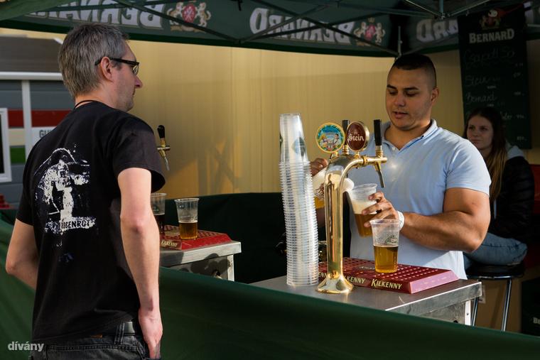 De vannak még cseh sörök, mint a Bernard 750 forintért.