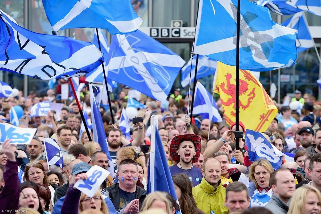 Az elszakadást támogatók a skóciai referendum kampányának idején.