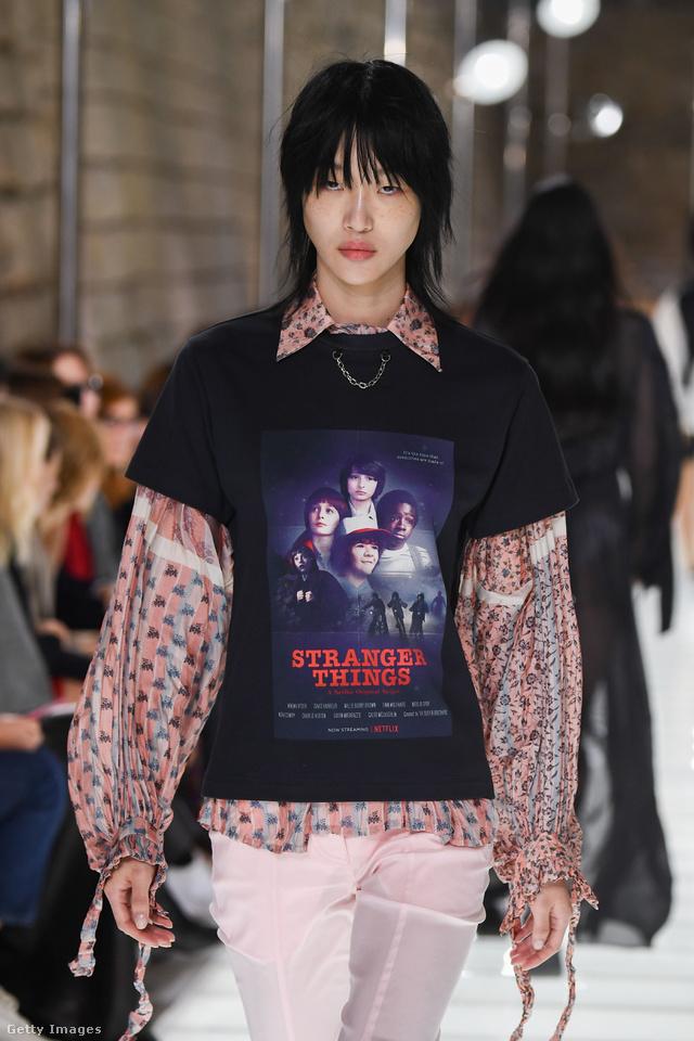 Stranger Things póló a Louis Vuitton kifutóján.