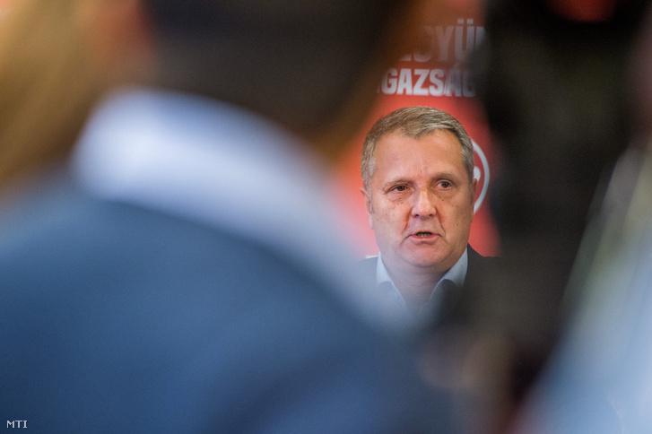 2017. október 2., Budapest: Molnár Gyula MSZP-elnök sajtótájékoztatója, miután Botka László bejelentette hogy visszalép a miniszterelnök-jelöltségtől.