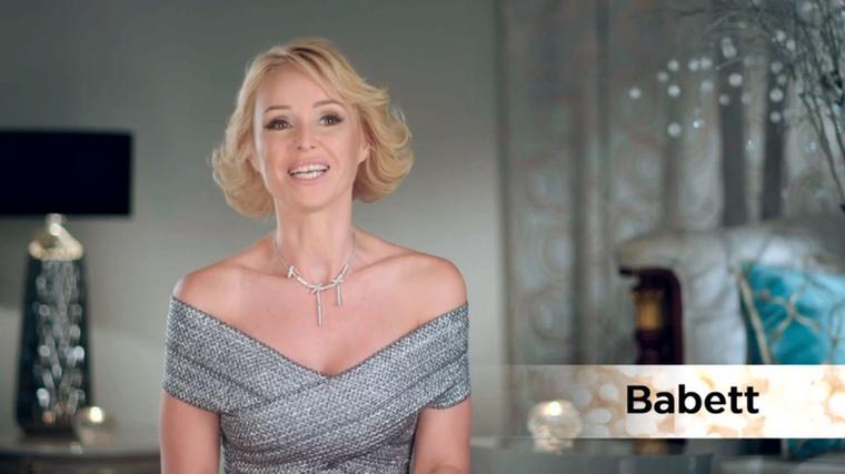 A Feleségek Luxuskivitelben című Viasat-műsor második epizódja azzal ért véget, hogy a képen látható Babettről Vivien azt mondta:azért, mert fiatalabb vagyok tőle, nem fogok megfohászkodni.Ez egyrészt azért érdekes, mert annyira kiégett tőle az agyunk, hogy képtelenek voltunk utána cikket írni az adásról;
