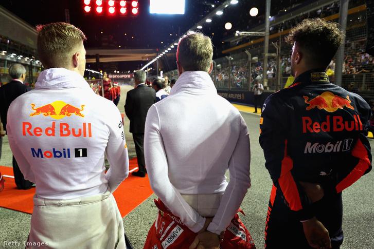 Vettel Szingapúrban ott volt a himnusznál