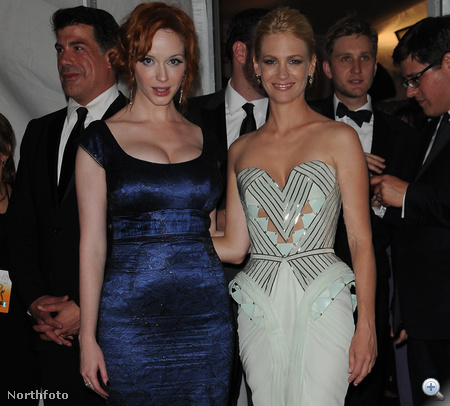 Christina Hendricks és January Jones a 2009-es Emmy-kiosztón
