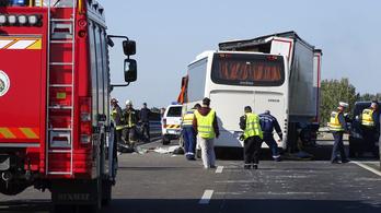 Egy rendőr is meghalt az M5-ösön