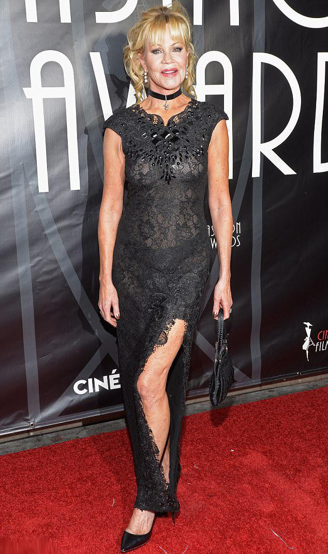 Melanie Griffith csodásan nézett ki átlátszó csipkeruhájában.