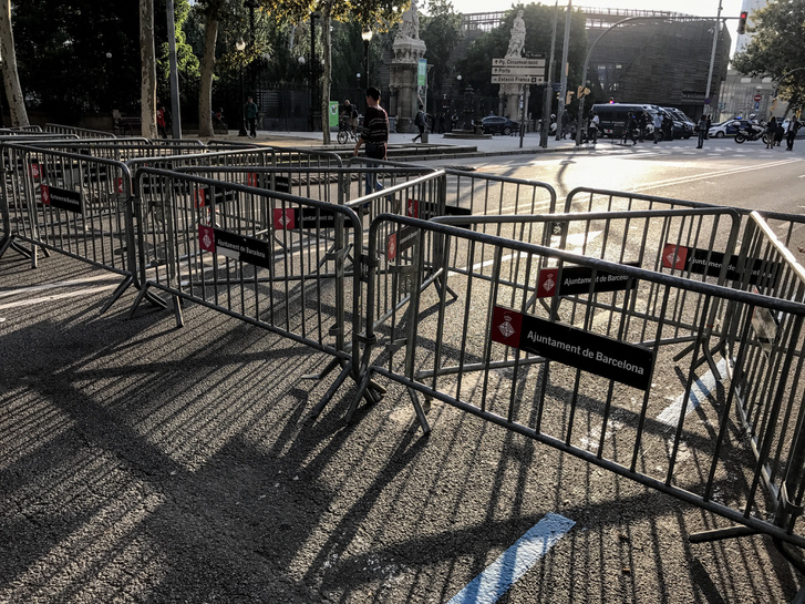 Kordonokkal vették körül a katalán parlament környékét