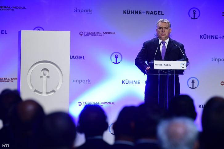 Orbán Viktor miniszterelnök beszédet mond a Nemzeti Ipari Park Üzemeltetõ és Fejlesztõ Zrt. beruházásában épült új nemzetközi logisztikai központ megnyitóján