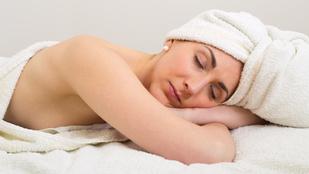 Ezért lehet veszélyes, ha vizes hajjal fekszel le aludni