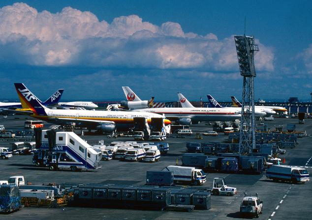 A tokiói Hadena reptér. Volt hely bújócskázni bőven