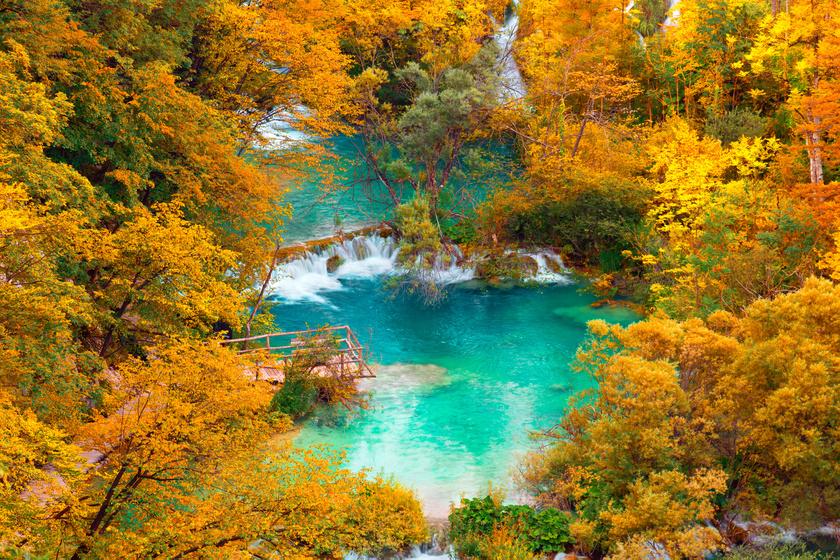 A Plitvicei-tavak ősszel: képeken mutatjuk, miért ilyenkor a legszebb a táj
