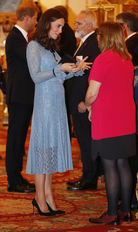 Szépen gömbölyödik Katalin hercegné babapocakja.