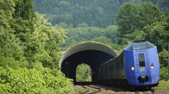1,2 km-t autózott a vasúti sínen egy japán aggastyán
