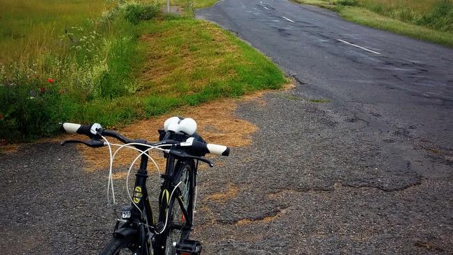 Új, számozott táblákat kapnak a hazai kerékpárutak