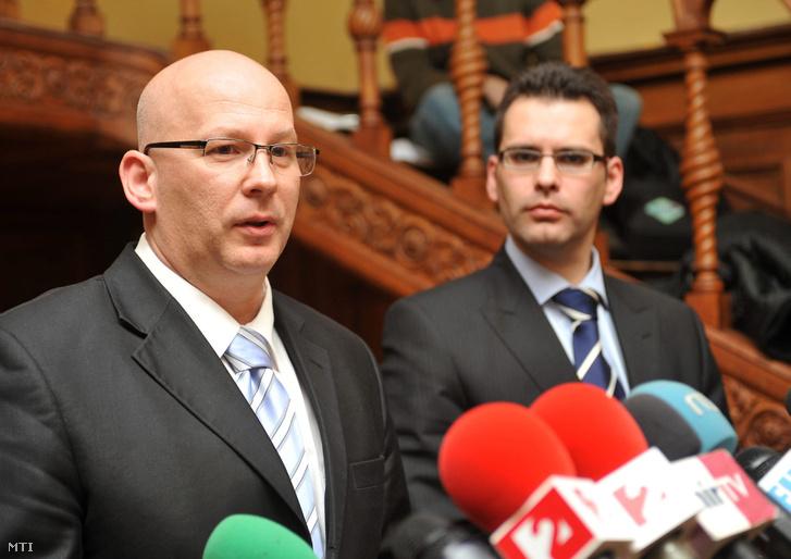 Zsuga János 2009-ben, még a Földgázszállító Zrt. vezérigazgatójaként egy sajtótájékoztatón.