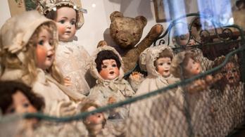 A Tihanyi Babamúzeumban nyaralhatnak az Őcsényről kiutált menekültek