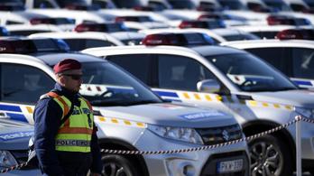 Új rendőrautók: tömeges bevándorlással takarózva kerülték meg a közbeszerzést