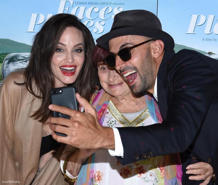 Persze ő Angelina Jolie, szóval akár fénylik, akár nem, mindig arany.