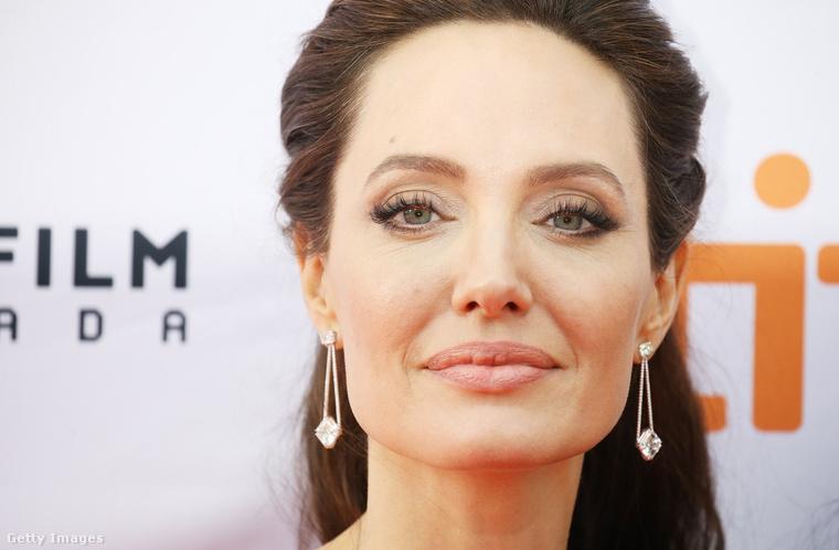 Ez egy szeptemberi kép Angelina Jolie-ról a Torontói Filmfesztiválról, csak összehasonlításképpen tettük ide
