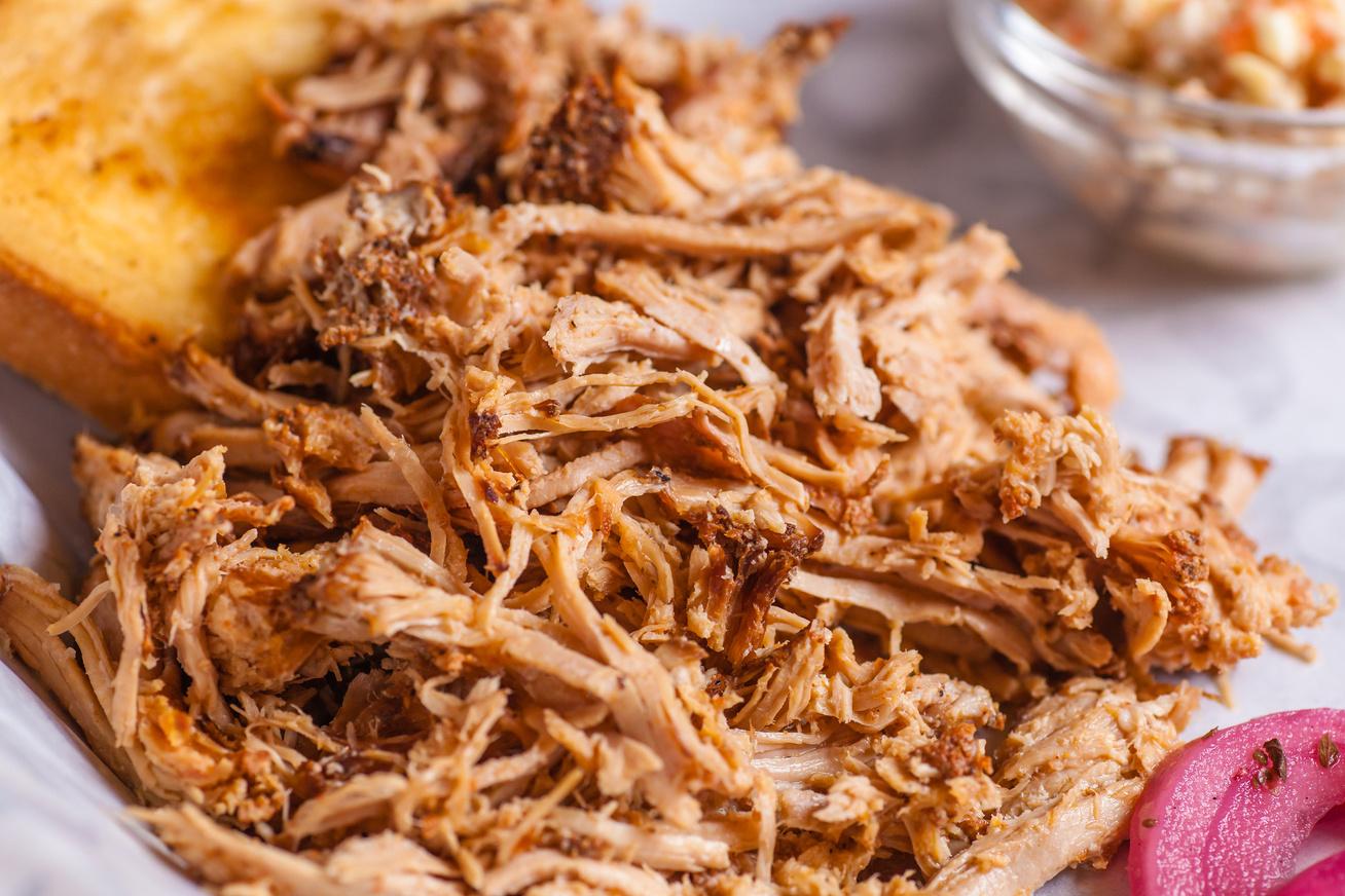 Így készül a pulled pork, avagy az amerikai omlós sertéssült szálaira szedve
