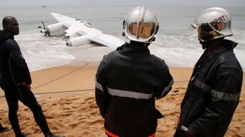 Tengerbe zuhant egy repülőgép Elefántcsontpartnál