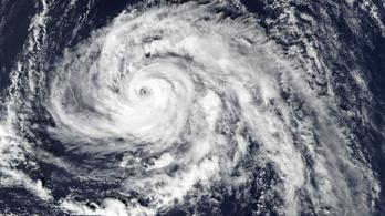 Amióta mérik, nem tartott ilyen erős hurrikán Európa felé