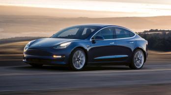 150 ezer dollárért akartak eladni egy használt Tesla Model 3-at