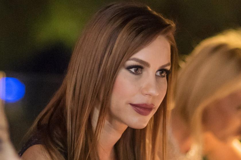 Még a WC is aranyozott - Fotókon a magyar színésznő luxusvillája