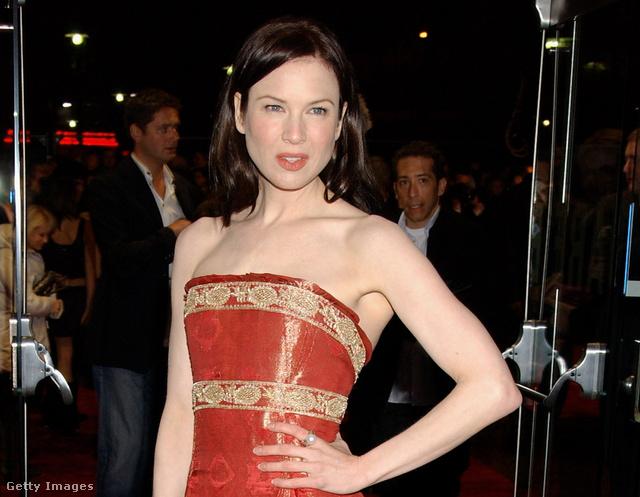 Renée Zellwegert 2004 októberében hozta a Marchesa elég nevetséges helyzetbe ezzel a ruhával a Bridget Jones: The Edge Of Reason angol premierjén.
