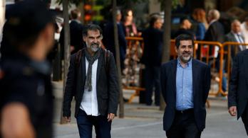 Őrizetbe vettek két katalán vezetőt zendülés miatt