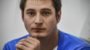 Bottal verik a cellában a csecsen rendőrök a fogvatartott melegeket