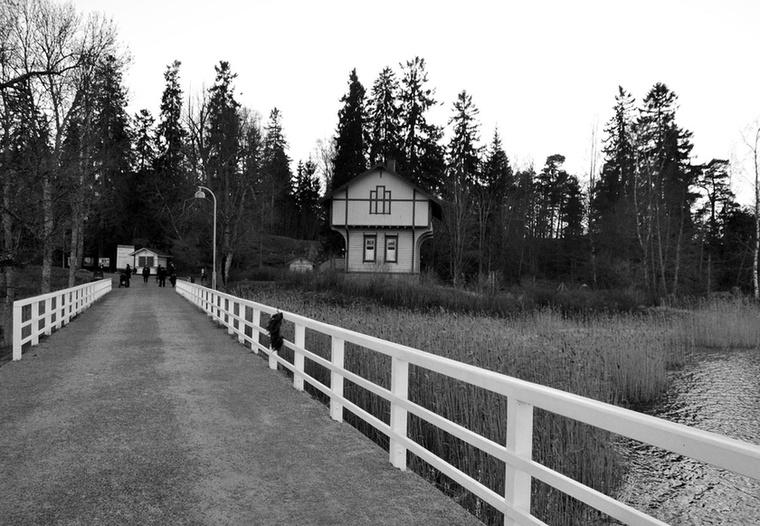 A kompozíció első eleme egy kétszintes fogadóépület, a középső épület az  Aalto Egyetem Építészmérnöki Karának Wood Project néven futó posztgraduális képzésének új helyszíne, a harmadik pedig olyan játszóház, ahol a gyerekek közelebbről is megismerhetik a fát, mint anyagot.