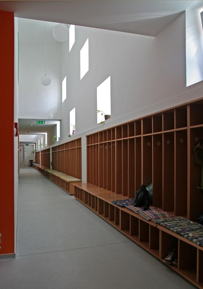 A  Piarista rend tanító szerzetesei Nagykanizsán 250 év alatt három kaszárnyaépületben fordultak meg, mára óvoda, általános iskola, és gimnázium is tartozik az intézményhez.